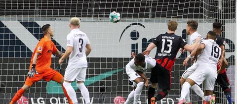 Martin Hinteregger trifft gegen Augsburg