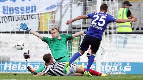 Hradecky pariert gegen Huntelaar