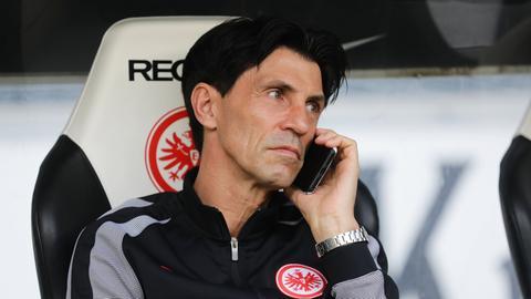 Hübner telefoniert