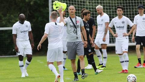Adi Hütter beim ersten öffentlichen Training der Eintracht in dieser Saison.