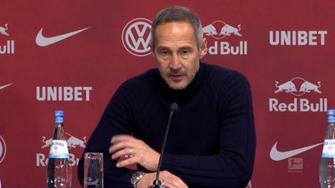 Adi Hütter in der Pressekonferenz