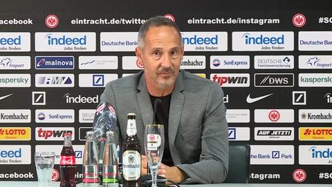 Adi Hütter während der Pressekonferenz