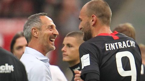Adi Hütter und Bas Dost von Eintracht Frankfurt