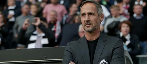 Adi Hütter von Eintracht Frankfurt beim Spiel gegen Arsenal