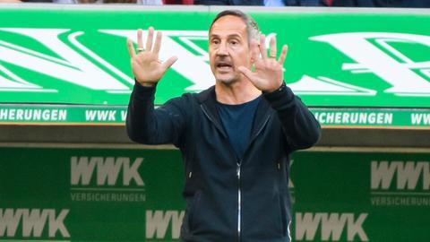 Adi Hütter, Trainer bei Eintracht Frankfurt, im Spiel gegen Augsburg.