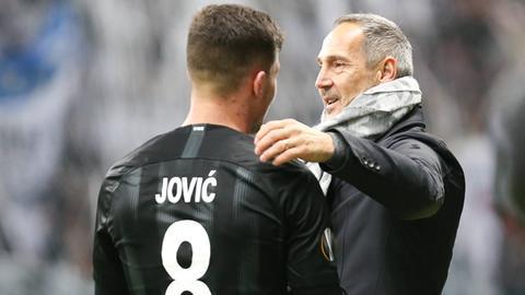 Eintracht-Trainer Adi Hütter freut sich über die Entwicklungsschritte von Luka Jovic.