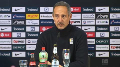 Adi Hütter auf der Pressekonferenz nach dem Spiel gegen Leipzig