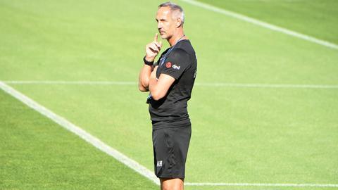 Adi Hütter von Eintracht Frankfurt beim Training