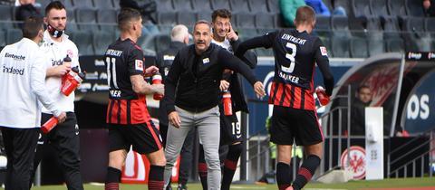 Steven Zuber, Adi Hütter und Stefan Ilsanker von Eintracht Frankfurt