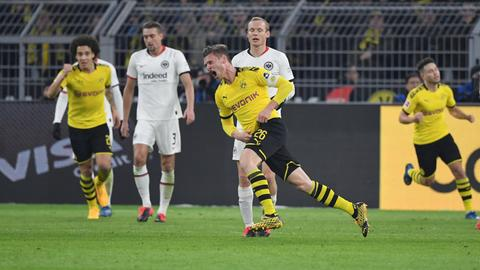 Dortmunds Lukasz Piszczek bejubelt das 1:0 gegen die Eintracht.