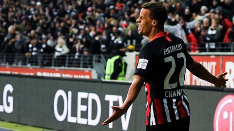Timothy Chandler von Eintracht Frankfurt jubelt
