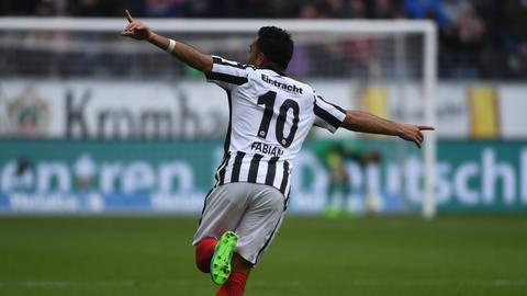 Marco Fabian bejubelt seinen Treffer gegen Augsburg