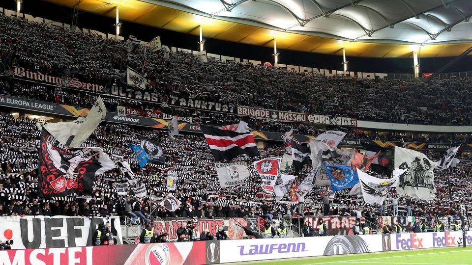Die volle Fankurve von Eintracht Frankfurt