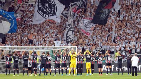 Die Spieler von Eintracht Frankfurt jubeln