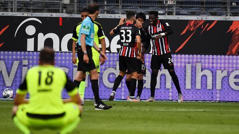 Die Eintracht jubelt gegen Paderborn