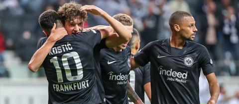 Sam Lammers und Filip kostic von Eintracht Frankfurt jubeln