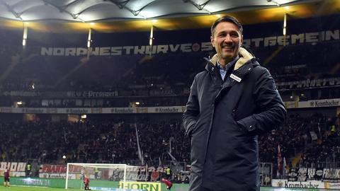 Eintracht-Trainer Niko Kovac vor der Westkurve