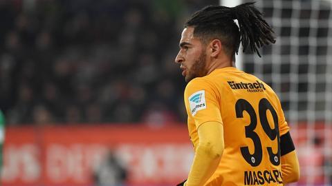 Omar Mascarell von Eintracht Frankfurt beim Spiel in Augsburg