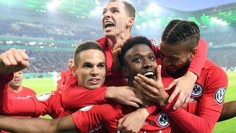 Die Eintracht bejubelt den Einzug ins Pokalfinale