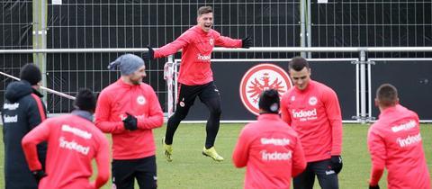 Luka Jovic jubelt im Training der Eintracht