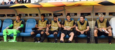 Die Ersatzbank von Eintracht Frankfurt beim Europa-League-Spiel gegen Marseille.