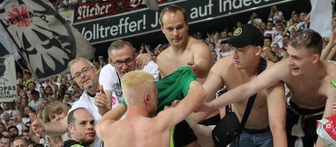 Henri Järvelaid vor dem Eintracht-Block