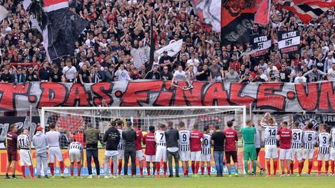 """Eintracht-Fanbanner """"Gewinnt das Finale"""""""