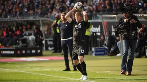 Martin Hinteregger im Spiel gegen Augsburg