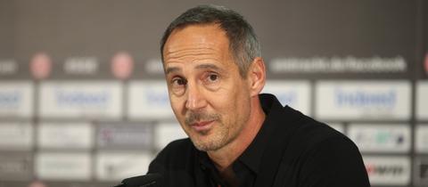 Adi Hütter bei der Pressekonferenz