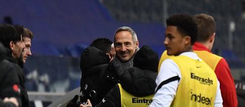 Adi Hütter ist nach dem Sieg gegen Leverkusen zufrieden.