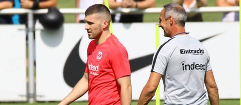 Ante Rebic und Adi Hütter gemeinsam auf dem Trainingsplatz.