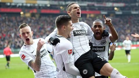 Wolf, Jovic, Gacinovic und Fernandes jubeln.