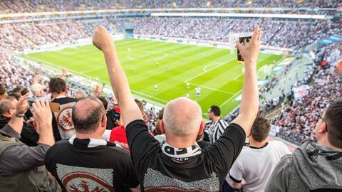 Eintracht-Fans bejubeln ihr Team