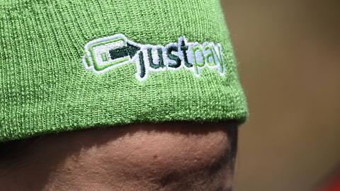 Mütze mit just-pay-Logo