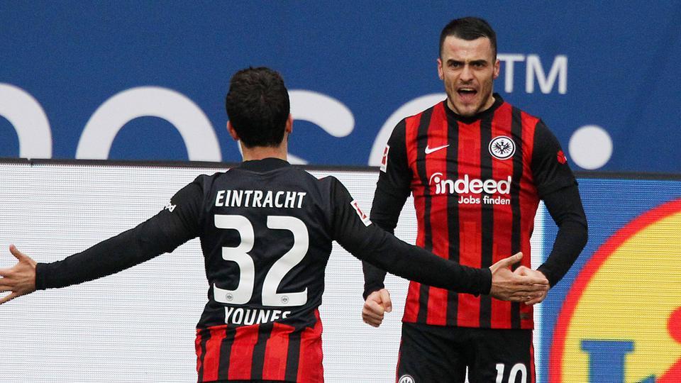 Filip Kostic bejubelt sein Tor gegen Hoffenheim