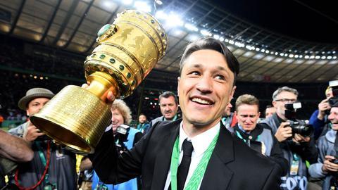 Kovac mit Pokal