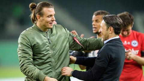 Niko Kovac umarmt Alex Meier