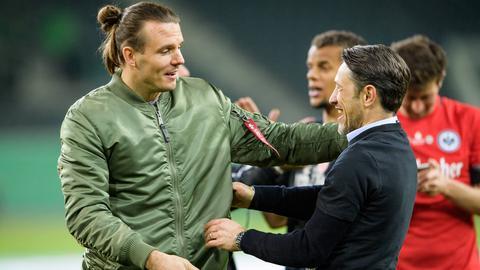 Alex Meier und Niko Kovac herzen sich