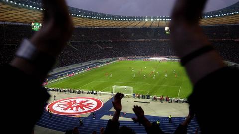 Eintracht-Fans beim Pokal-Finale 2006 in Berlin