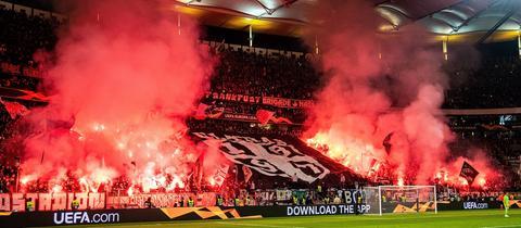 Eintracht-Fans zündeln gegen Lazio Rom