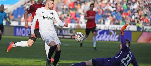 Ante Rebic scheitert an 96-Keeper Michael Esser