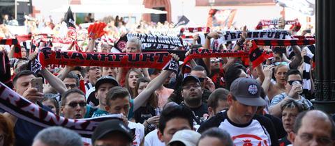 Eintracht-Fans auf dem Römer