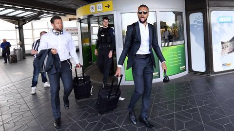 Russ und Hector am Flughafen Berlin-Tegel