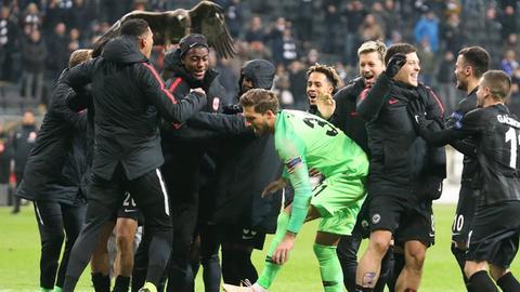 Die Eintracht bejubelt den Gruppensieg