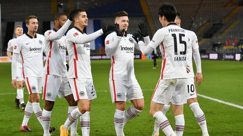 Jubelnde Eintracht-Spieler