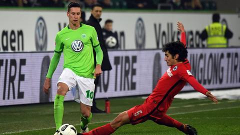 Vallejo mit der Grätsche gegen Draxler