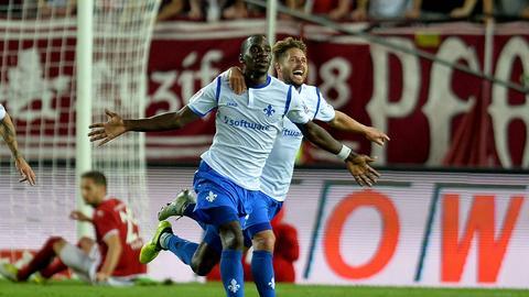Wilson Kamavuaka trifft gegen Kaiserslautern