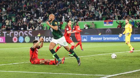 Brooks erzielt das 1:1 gegen die Eintracht