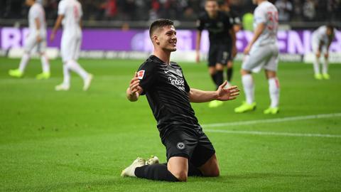 Luka Jovic bejubelt eines seiner fünf Tore gegen Düsseldorf.