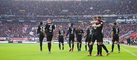 Die Eintracht-Spieler jubeln
